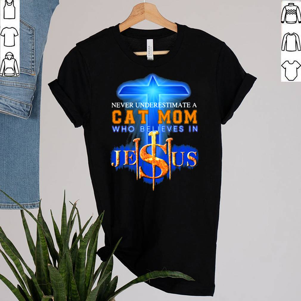 Never Underestimate a Cat Mom Who Believes Jesus Shirt 14