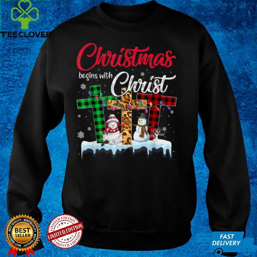 Christmas Begins With Christ Buffalo Plaid Jesus Cross Xmas T Shirt (1)